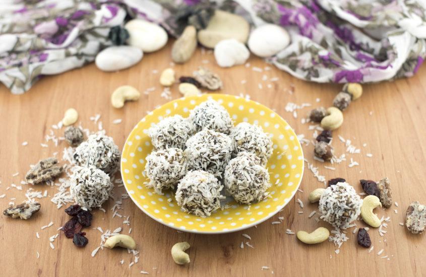 Натурални бонбонки с ядки и фурми