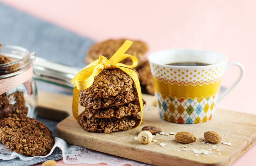 Овесени бисквити със сладко от череши